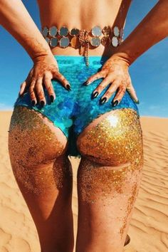 Booty Glitter Is the Latest Beauty Beach Trend — and It's WEIRD!