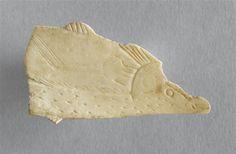 Omoplate découpé figurant une truite, provenant de la grotte de Lortet (Hautes-Pyrénées), Magdalénien. © RMN-GP (MAN) / T.Le Mage