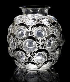 René Lalique, 'Antilopes' a Vase, design 1925 enamelled, frosted and polished glass Art Of Glass, Art Deco Glass, Cut Glass, Art Nouveau, Vase Centerpieces, Vases Decor, Lalique Jewelry, Chandeliers, Antique Glassware