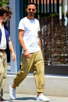ワイドパンツ×スニーカー Look Fashion, Urban Fashion, Mens Fashion, Fashion Outfits, Stylish Men, Men Casual, Herren Style, Outfits Hombre, Street Style