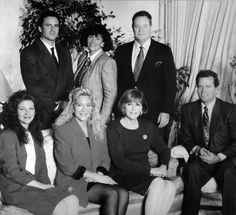 John Wayne's 7 children / From left standing : Ethan (b.1962), Melinda ( b.1940),  Michael ( 1934-2003) / sitting : Marisa (b.1966) , Aissa (b.1956) , Antonia (1936-2000), Patrick (b.1934)