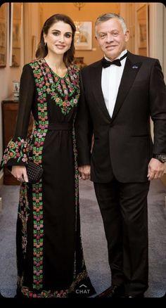 King Abdullah of Jordan with queen Rania Afghan Clothes, Afghan Dresses, Abaya Fashion, Fashion Dresses, Morrocan Dress, Queen Rania, Modest Wear, Embroidery Dress, Pakistani Dresses