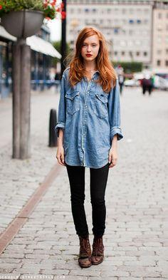 Look confortável com camisa jeans, opção para curtir o final de semana com estilo!