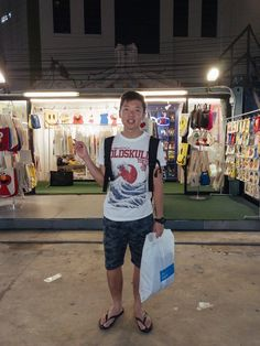 During my first trip to Bangkok, I went shopping around without much research, and it was pretty disappointing! But for this second trip to Bangkok, I went well-prepared with a list of potential shopping places. Thailand Shopping, Thailand Travel, Thailand Outfit, Shopping Places, Singapore Travel, Shop Around, Travel Couple, Mall, Couples