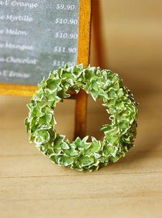 Dollhouse Miniature Plant - English Ivy Wreath 1/12 Scale Miniatures. Z