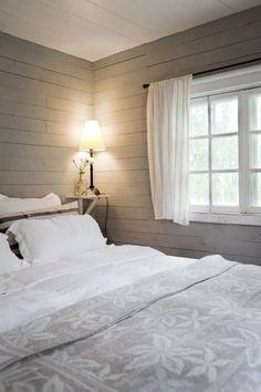 Our cabin bedroom would look good if I painted it like this. Cottage Design, House Design, Home Bedroom, Bedroom Decor, Bedrooms, Scandinavian Cottage, Cottage Interiors, Interior Design Living Room, Decoration