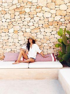 Can Eu is the stylishly designed home of model Eugenia Silva, blending perfectly into the surrounding countryside of the village of La Mola, Formentera. Pergola Garden, Diy Pergola, Pergola Kits, Pergola Ideas, Ibiza, Outdoor Walls, Outdoor Sofa, Outdoor Living, Outdoor Spaces