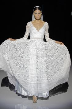 Her Effortless Elegance and casual Grace make her a timeless beauty, her style embraces femininity, in a harmonious way. Welcome to Marylise. Rembo Styling, Bridal Gowns, Wedding Dresses, Bridal Fashion Week, Timeless Beauty, Elegant, Her Style, Outfit, Catwalk