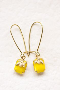 BEE~ little bees earrings Honey Bee Tattoo, Bumble Bee Jewelry, Buzz Bee, I Love Bees, Bee Theme, Save The Bees, Bee Happy, Bees Knees, Queen Bees