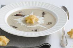 Bospaddenstoelensoep - Recept - Allerhande - Albert Heijn Panna Cotta, Stuffed Mushrooms, Ethnic Recipes, Food, Mushroom, Lush, Stuff Mushrooms, Dulce De Leche, Essen
