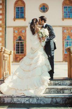 elegant wedding dress; photo: Binary Flips Photography
