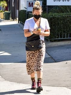 Hilary Duff, The Duff, Lace Skirt, Cute Outfits, Floral, Skirts, People, Clothes, Style