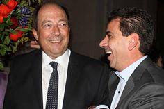 El coqueteo no cesa: Macri se mostró junto a Carrió y Sanz http://www.ambitosur.com.ar/el-coqueteo-no-cesa-macri-se-mostro-junto-a-carrio-y-sanz/ El jefe de Gobierno apareció con dirigentes del Frente Amplio Unen que buscan una alianza para 2015.    El jefe de Gobierno porteño, Mauricio Macri, aprovechó un evento de fin de año organizado por la Fundación Suma, que preside la senadora Gabriela Michetti, para continuar con su estrategia de seducción del Frente