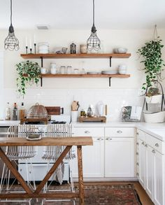 Astounding Useful Tips: Old Small Kitchen Remodel farmhouse kitchen remodel laundry rooms.Kitchen Remodel Plans Budget old kitchen remodel butcher blocks.Kitchen Remodel On A Budget Renovation. Home Interior, Interior Design Kitchen, Small Kitchen Interiors, Boho Chic Interior, Coastal Interior, Bathroom Interior, White Farmhouse Kitchens, Modern Farmhouse, Small White Kitchens