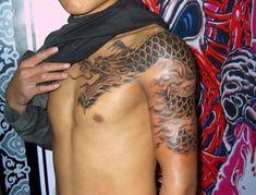 Stunning shoulder dragon tattoo design