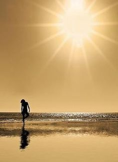 golden sunshine in Surfer's Paradise, Australia Jose Luis Sampedro, Gold Aesthetic, Summer Sunset, Summer Breeze, Touch Of Gold, Beach Bum, The Dreamers, Surfing, Pictures