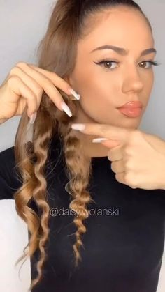 Pin by Charlene on Hair inspiration [Video] in 2020 (With videos) Weave Ponytail Hairstyles, Baddie Hairstyles, Easy Hairstyles For Long Hair, Cool Hairstyles, Curl Hair With Straightener, Curly Hair Styles, Natural Hair Styles, Hair Styler, How To Curl Your Hair