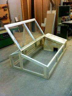 Rabbit hutch 3 by FarmCity Food Gardens, via Flickr. Like the lift up roof - so easy to get the rabbits out.