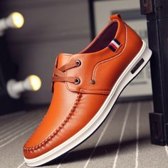 KBSTYLE Brand Minimalist Design High Quality Men Casual Leather Flat Shoes Hot Sale British Style Oxford Shoes Big Size rnrnSource by Best Casual Shoes, Best Shoes For Men, Men Casual, Cap Toe Shoes, Men's Shoes, Shoe Boots, Moda Formal, Rubber Shoes, Mens Fashion Shoes