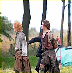 sam-heughan-is-all-bloody-on-outlander-season-2-set-28