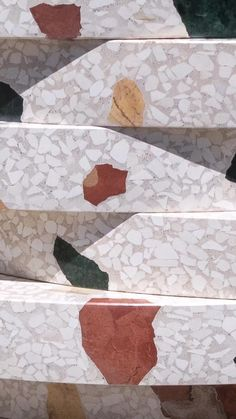 """Mosaic Factory fabrica mesas de terrazo personalizadas en una amplia gama de formas, tamaños y colores. Mesas modernas de terrazo hechas a media con su elección de acabado y textura.  Estas están hechas con nuestro color W2 de la colección de terrazo """"WILD"""". Disponible también para encimeras ¡Visite nuestra página web para ver nuestras colecciones de terrazo y contáctanos para recibir más información! #mosaicfactory #mesas #terrazo #mueblesamedida #decoraciónhogar #mosaicdelsur Terrazzo Tile, Cement Tiles, Mosaic Del Sur, Interior And Exterior, Interior Design, Design Moderne, Decorative Tile, Color Tile, Tile Design"""