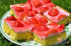 Vláčné jahodové řezy   NejRecept.cz Fruit Salad, Watermelon, Cheesecake, Strawberry, Food, Drink, Author, Oatmeal Cake, Sheet Cakes
