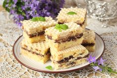 Smakołyki Asi: Snickers na waflach Krispie Treats, Rice Krispies, Cheesecake, Recipes, Food, Weddings, Cheese Cakes, Eten, Recipies