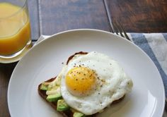 #simplebreakfast - Egg, avocado & cheese toast - a nutritionist eats