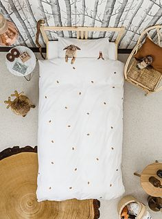 """Snurk collection from Amsterdam at Simons Maison.  These little animals are ready to cuddle! Children will never feel lonely at bedtime with these two furry animals at their side. Aren't they adorable?      The set includes:   Twin: 1 duvet cover 66"""" x 90"""", 1 pillow sham 20"""" x 26""""  Double: 1 duvet cover 84"""" x 90"""", 2 pillow shams 20"""" x 26""""    *Home decor shown is for illustrative purposes only."""