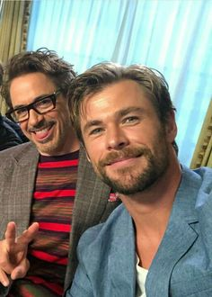 """and Chris Hemsworth on the """"Avengers: Infinity War"""" press tour. Marvel Dc, Marvel Actors, Marvel Heroes, Marvel Movies, Luke Hemsworth, The Avengers, Snowwhite And The Huntsman, Avengers Imagines, Man Thing Marvel"""