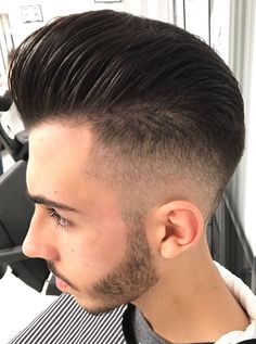 Pompadour barber shop capelli hair