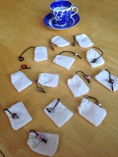 Reusable tea bags - Sites new Sewing Hacks, Sewing Crafts, Sewing Projects, Diy Projects, Diy Tea Bags, Paper Towel Crafts, Diy Cadeau Noel, Ideias Diy, Upcycled Crafts