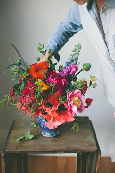 colorful floral arrangement with poppies, peonies & berries My Flower, Fresh Flowers, Beautiful Flowers, Cactus Flower, Exotic Flowers, Wild Flowers, Bohemian Flowers, Colorful Roses, Bright Flowers