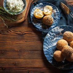 Λουκουμάδες με ξινομυζήθρα / Loukoumades with mizithra cheese. The Greek version of doughnuts filled with Greek cheese! #greekfood #greekrecipes #greekfoodrecipes #cheese #cheeserecipes #cheeselog #greekcheese #greekcuisine #sidedish #sidedishrecipes #loukoumades #greek #doughnutrecipe #doughrecipe #doughnuts #savory #λουκουμάδες #συνταγές #κουζινα Food Categories, Side Dishes, Muffin, Breakfast, Recipes, Turkish Delight, Morning Coffee, Recipies, Muffins