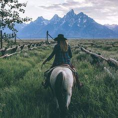 Home is where you roam! Home is where you roam! Home is where you roam! Home is where you roam! Western Riding, Trail Riding, Horse Riding, Horse Love, Horse Girl, Michel De Montaigne, Ranch Life, Horse Photography, Western Photography