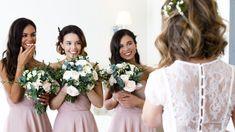 Die Stunden vor deiner Hochzeit solltest du entspannt verbringen. In unseren Hochzeitssuiten finden du, deine Brautjungfern sowie alle Stylisten bequem Platz für das Hochzeits-Styling! (C) MakaroJewelry Bridesmaid Dresses, Wedding Dresses, Elegant, Weddings, Fashion, Bridesmaids, Dress Wedding, Wedding Night, Modern Luxury