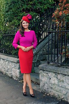 One of my favourite trends at the moment is colour clashing. Some people say you should never wear red and pink, green and blue or brown and black together. I spotted this gorgeous Niamh O'Neill. Ascot Outfits, Happy Mother S Day, Stylish Dresses, Red And Pink, Street Style, Hat Styles, My Style, Casual, Royal Ascot
