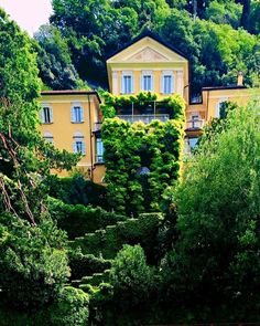 """Stacey Bewkes on Instagram: """"Ready for garden visits like this again!! Romeo Sozzi of @promemoria_italy Lake Como home! #athomewith #gardensofitaly #lakecomo #varenna…"""" Lake Como, Gardens, Italy, Mansions, House Styles, Instagram, Home Decor, Italia, Decoration Home"""