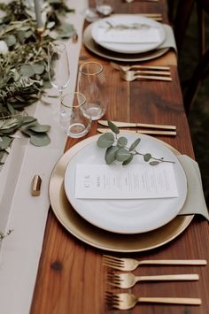 Deep in the forests of northern California you'll find yourself in a little enchanted wedding oasis called Chalet View Lodge. wedding table decor 5 Reasons Why Chalet View Lodge Is Every Outdoorsy Couple's Dream Venue Wedding Greetings, Barn Wedding Inspiration, Elopement Inspiration, Wedding Table Settings, Long Wedding Tables, Wedding Table Decorations, Wedding Ceremony, Rustic Table Wedding, White Table Settings