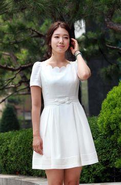 Such a pretty, feminine dress. My favorite kind!