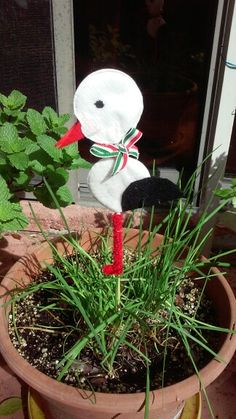 Golya marcius az otlet a Krokotak website-rol Snowman, Crafts For Kids, March, Website, Christmas Ornaments, Holiday Decor, Outdoor Decor, Crafts For Children, Kids Arts And Crafts