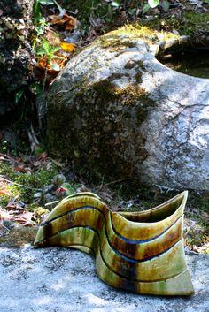 掛分織部刻文花器 Vase with engraved,Oribe type with amber glaze 2014 Garden Bridge, Glaze, Amber, Scene, Outdoor Structures, Type, Outdoor Decor, Enamel, Ivy
