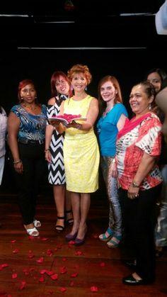 Con mis queridos pacientes de BGV, bautizando mi primer libro!