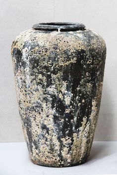 Vintage Pottery, Vintage Ceramic, Living Room Decor Styles, Olive Jar, Diy Garden Fountains, Painted Flower Pots, Ceramic Jars, Garden Architecture, Large Pots