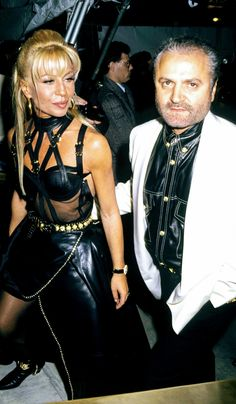 Gianni Versace × Donatella Versace (The Hottest Dress Ever) Gianni And Donatella Versace, Gianni Versace, Couture Fashion, Runway Fashion, Hot Dress, Leather Skirt, 90s Icons, Celebs, Picts