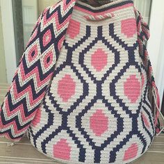 Our order is ready for delivery, be used in good days - Woman Fashion Online Diy Crochet And Knitting, Love Crochet, Filet Crochet, Crochet Handbags, Crochet Purses, Mochila Crochet, Tapestry Crochet Patterns, Tapestry Bag, Diy Handbag