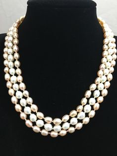 Peach and White ColorBlock Pearl Necklace.