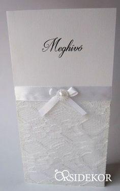 Elegáns és romantikus esküvői meghívó szalaggal, csipkével és gyönggyel. Hasonlót szeretnél? Nézz szét kínálatunkban itt: http://eskuvoidekor.com/eskuvoi-meghivo