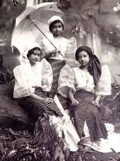 via Old Philippines Philippines People, Philippines Culture, Manila Philippines, Filipiniana Dress, Filipino Fashion, Filipino Culture, Filipina Beauty, Historical Pictures, Pinoy