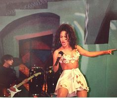 Selena singing with all her heart <3